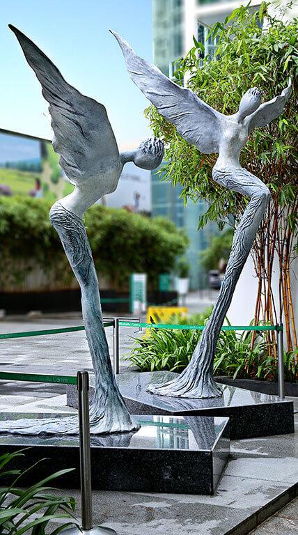 Indiabulls Finance Centre - Statues